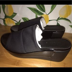 Kenneth Cole black slide platform sandals Sz 7